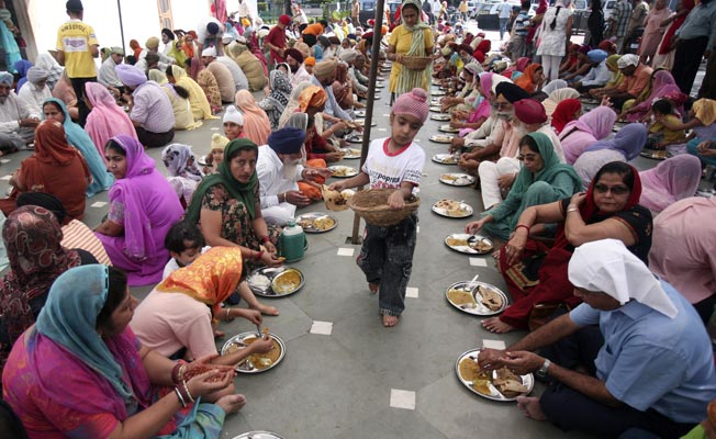 Feeding the poor in Amritsar, India